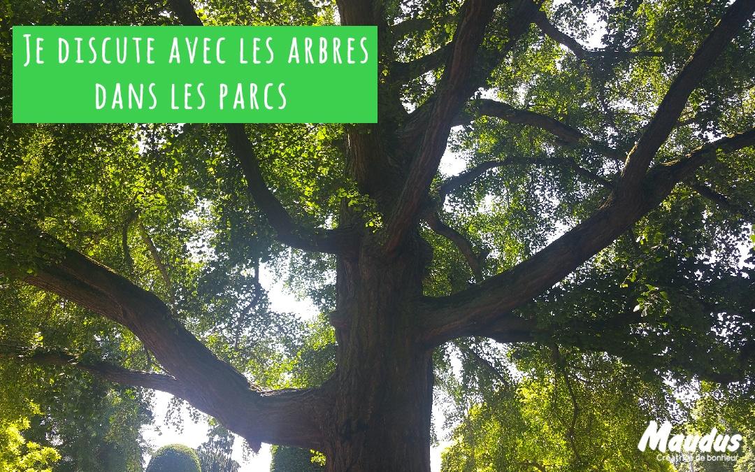 Je discute avec les arbres dans les parcs